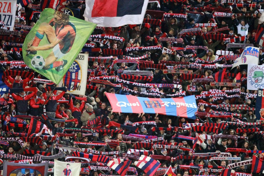 FGJTE9 Bologna, Italy. February 19th, 2016. ITALY, Bologna: Bologna's fans wave red and blue scarfs during the Italian Serie A football match between Bologna FC v Juventus FC on February 19, 2016 at Renato-Dall'Ara Stadium . ©ANDREA SPINELLI/NEWZULU/Alamy Live News