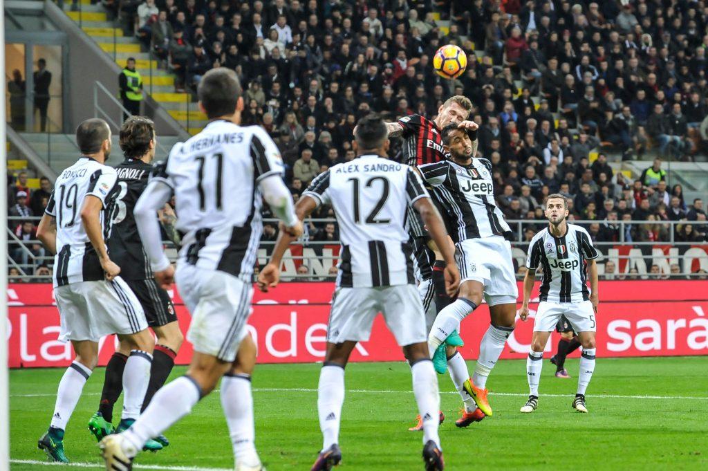 H5YKXJ San Siro, Milan, Italy. 22nd Oct, 2016. Abate of Milan in action during Serie A Football. AC Milan versus Juventus. © Action Plus Sports/Alamy Live News