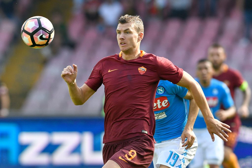 H4GE69 Napoli, Italy. 15th October, 2016. Edin D?eko of Roma in action during the Serie A TIM match between SSC Napoli and AS Roma at San Paolo Stadium in Naples Italy on October 15, 2016. © marco iorio/Alamy Live News