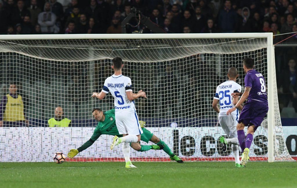 J1YPWE #IPP20170422# Football - soccer: Serie A, AC Florenz - Inter Mailand, il gol di Matias Vecino per il momentaneo 3 a 2 della Fiorentina -- (Hinweis: Verwendung nur in Deutschland - only Germany) |