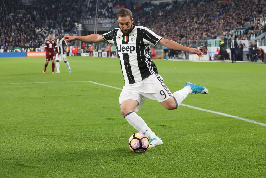 J3NGEY Turin, Italy. 6th May, 2017. Gonzalo Higuain (Juventus FC) in action during the Serie A football match between Juventus FC and Torino FC  at Juventus Stadium on may 06, 2017 in Turin, Italy. Credit: Massimiliano Ferraro/Alamy Live News