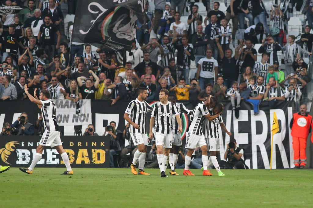 KDKM86 Turin, Italy. 14th October, 2017. Douglas Costa (Juventus FC) celebrates after scoring during the Serie A football match between Juventus FC and SS Lazio at Olympic Allianz Stadium on 14 October, 2017 in Turin, Italy. Credit: Massimiliano Ferraro/Alamy Live News