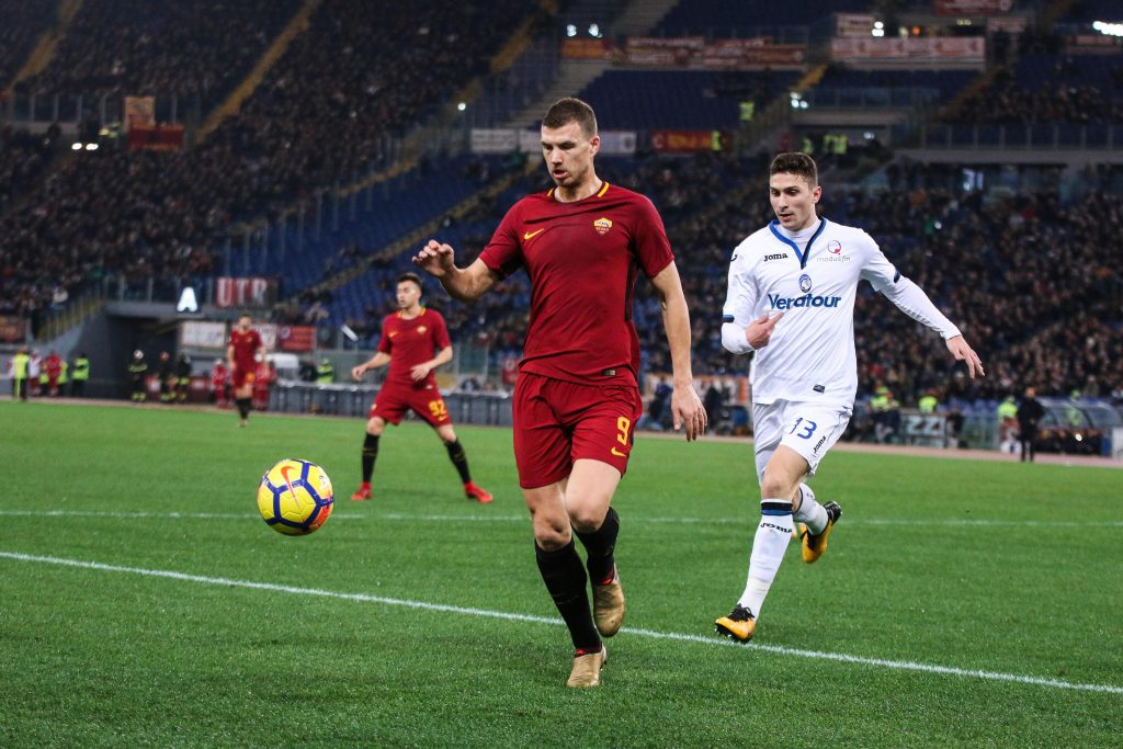 KX4XEP Roma Italy 6 January 2018 Edin Dzeko of AS Roma runs after the ball during the Serie A match between AS Roma and Atalanta BC at Stadio Olimpico on January 6, 2018 in Rome, Italy. (c) copyright CrowdSpark/ Alamy Live News