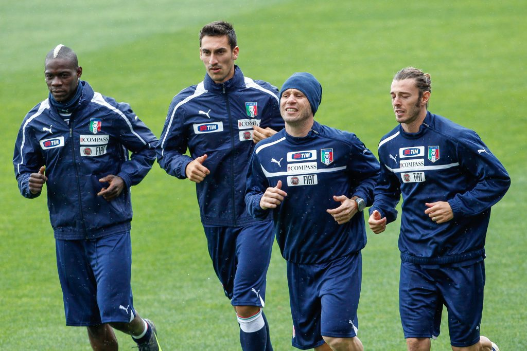 M6K2JN 2018 Davide Astori Obituary Mar 4th. Italy; Serie A football, Italian player Davide Astori (2L) in a file photo during a training session with Italy national soccer team. Captain and Italy international Davide Astori has died suddenly in his sleep aged 31. The dad-of-one was found in a hotel room by a massage therapist this morning after he did not turn up for breakfast or answer his phone. Davide Astori has passed away suddenly in his sleep at the age of 31.